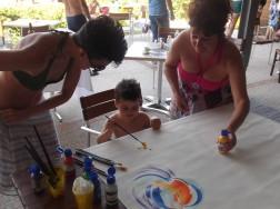 Alice, dolce artista con la mamma e me