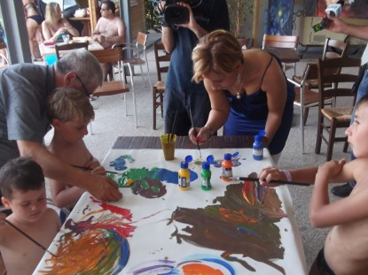Stefania Artista con i bimbi ed il cameraman